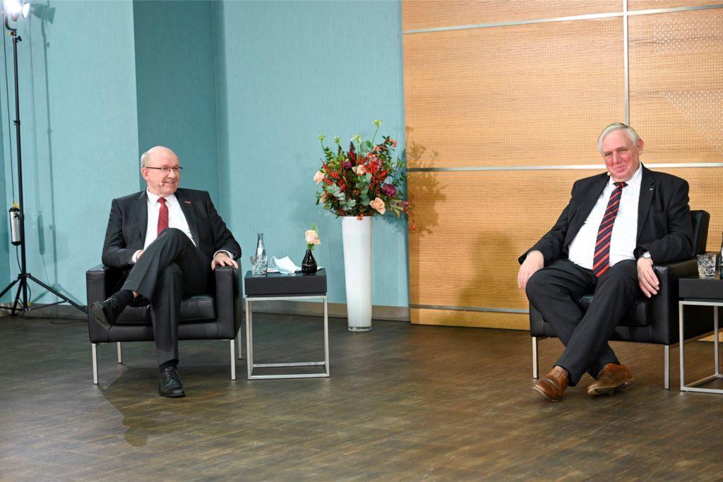Zum Gespräch begrüßte Handwerkskammer-Präsident Berthold Schröder (l.) diesmal NRW-Minister Karl-Josef Laumann (r.).
