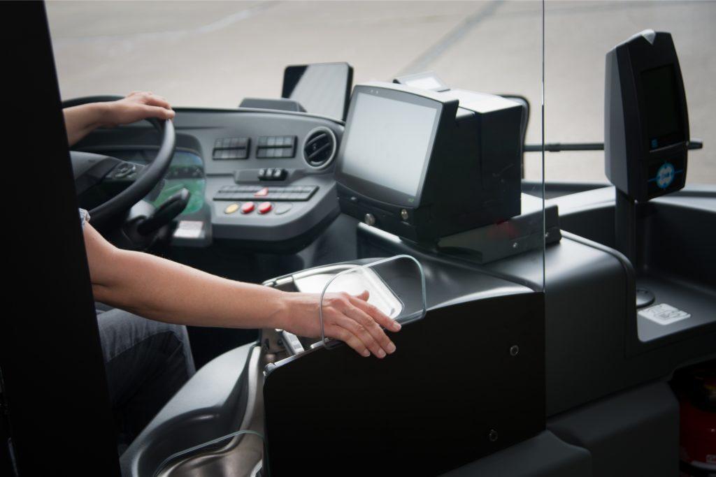 Eine sechs Millimeter dicken Schutzscheibe aus beidseitig entspiegeltem Glas ermöglicht nun auch wieder einen Einstieg an der Fahrertür.