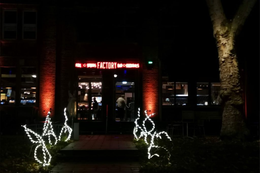 Schon das schöne Lichtspiel an der Factory stimmte die Besucher aus Kamen auf ihren Besuch ein.