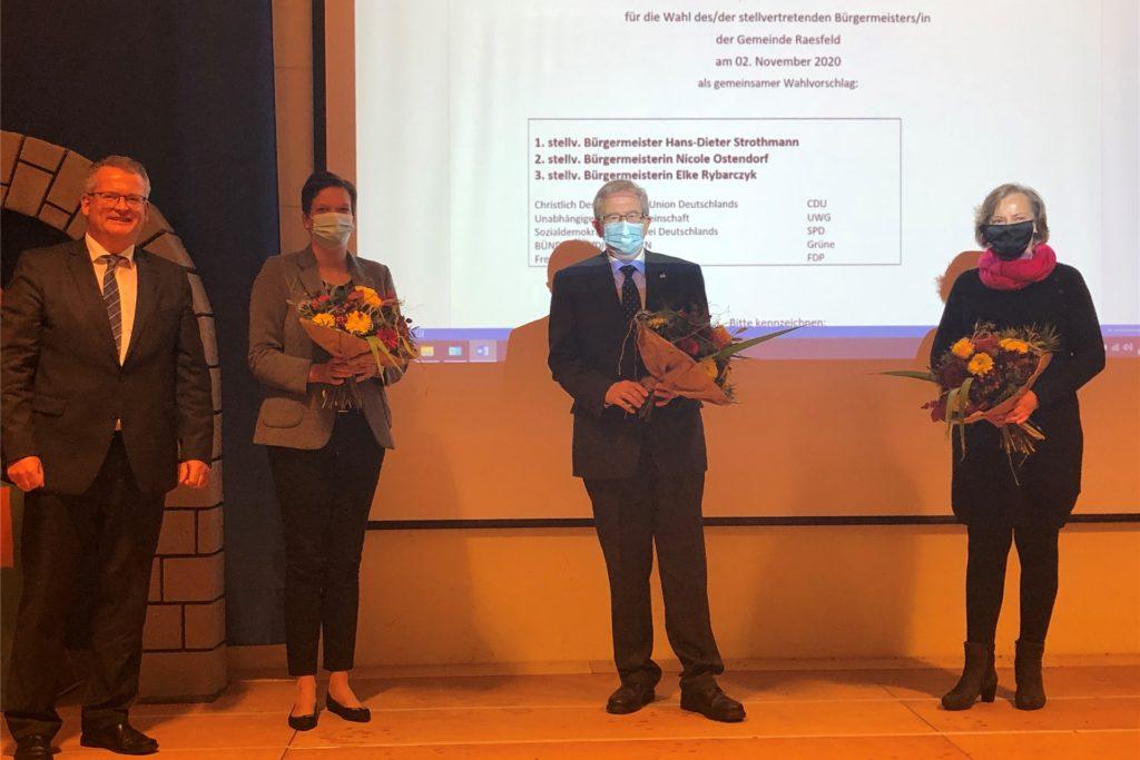 Der neue Bürgermeister Martin Tesing (l.) und seine Stellvertreter: Nicole Ostendorf, Heinz-Dieter Strothmann und Elke Rybarczyk (v.l.).