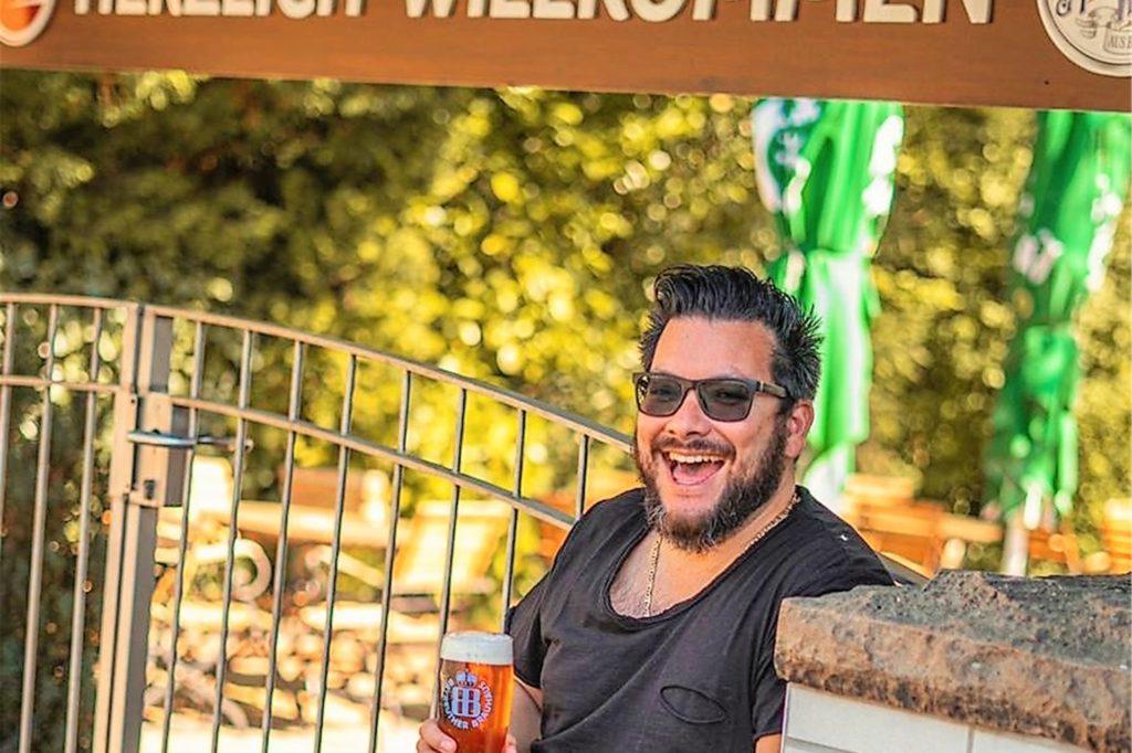 Antonio Link freut sich über die Unterstützung durch die Weinhandlung Uecker. Mit weiteren kreativen Ideen will er sich und sein Restaurant während des Lockdowns über Wasser halten.