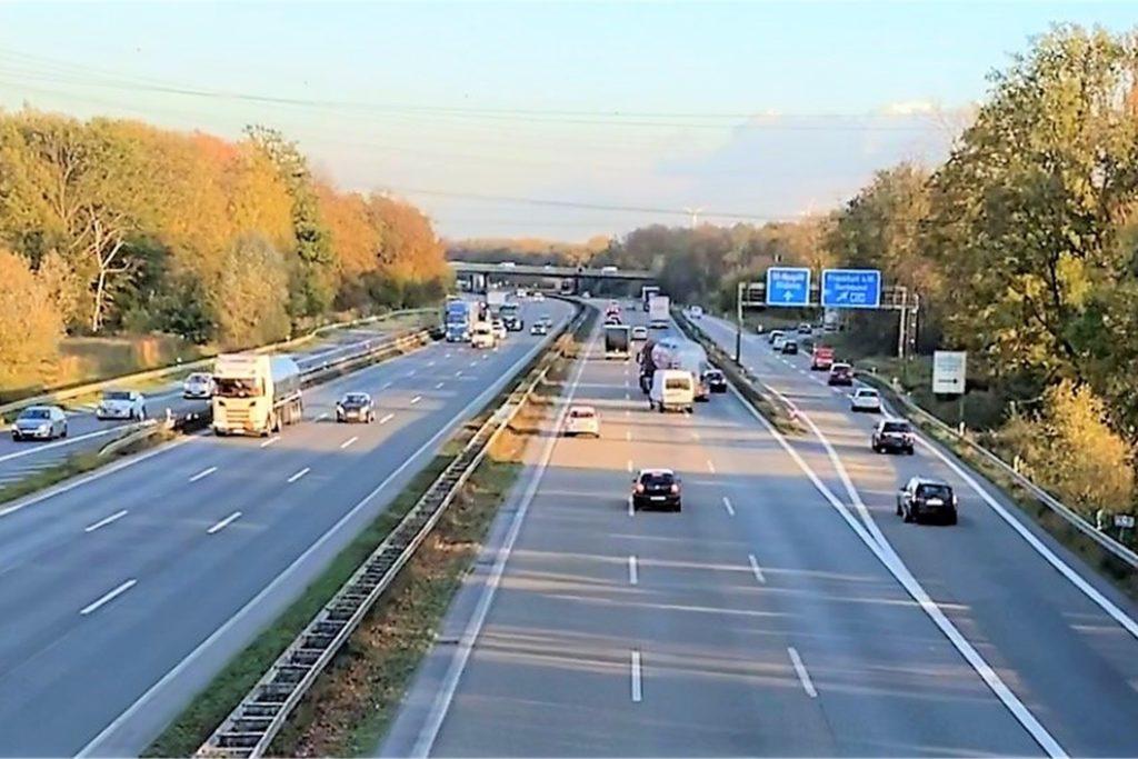 Viele Autofahrer auf der A2 mussten dem skrupellosen Rückwärtsfahrer ausweichen.