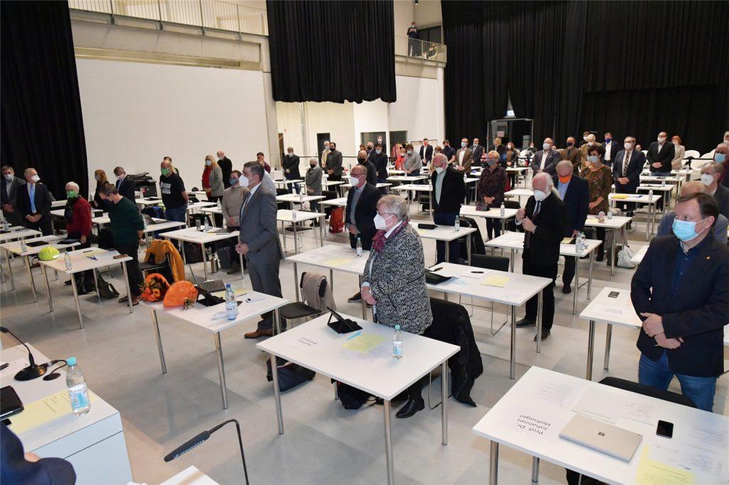 Zu ihrer Verpflichtung erhoben sich die 55 anwesenden Ratsmitglieder (eine Ratsfrau war verhindert) in der Halle des Erlebnisreich-Campus in Wethmar.