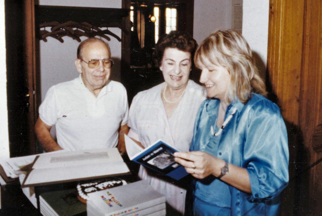 1986 kehrte Hannelore Adler gemeinsam mit ihrem Mann Howard auf Einladung der damaligen Museumsleiterin Heidelore Fertig-Möller (r.) nach Werne zurück.