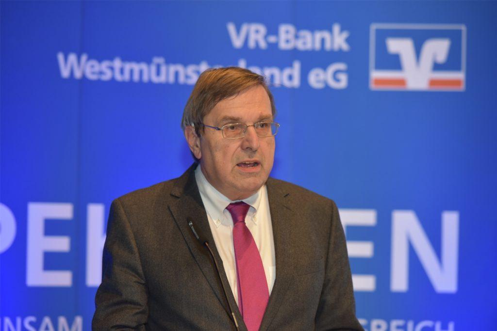 Der scheidende Aufsichtsratsvorsitzende Michael Sonnenschein erhielt die goldene Ehrennadel des Verbandes.
