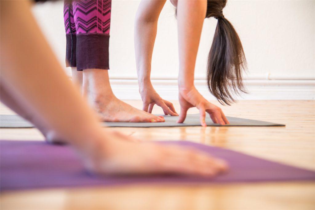 Yoga kann, Körper, Geist und Seele entspannen. Aber funktioniert das auch als Online-Kurs?