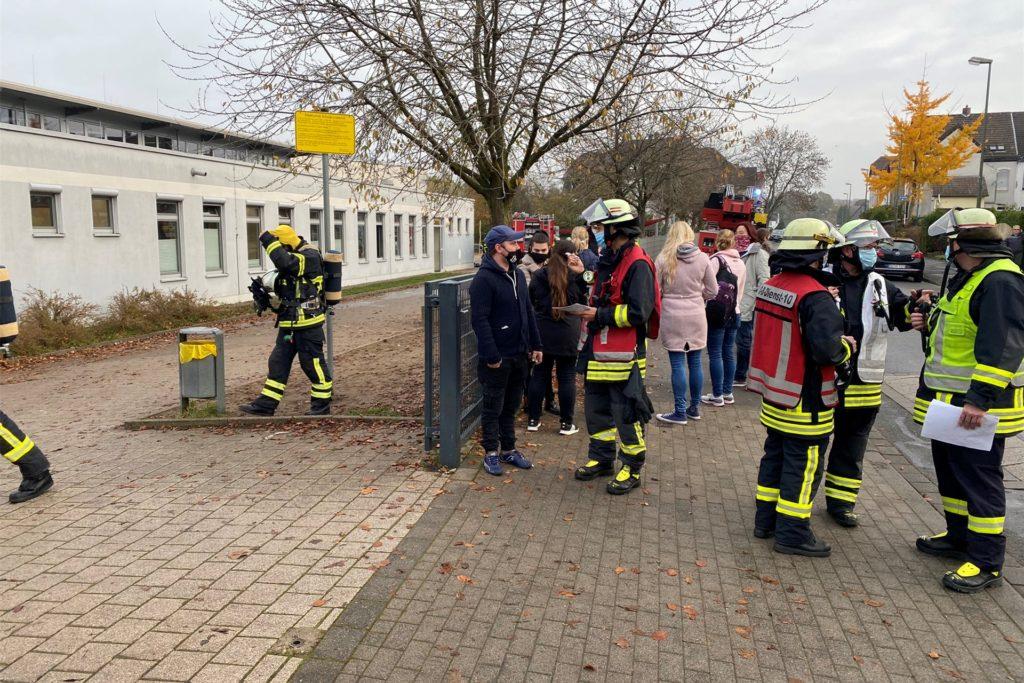 Als die Einsatzkräfte vor Ort ankamen, war das Gebäude bereits geräumt.