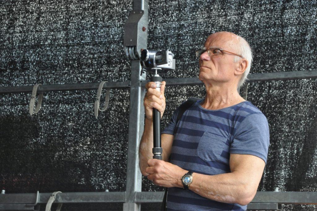 Knut Thamm mit seiner Kamera, mit der er seit Jahrzehnten vieles aus dem Leben in Lünen eingefangen hat.