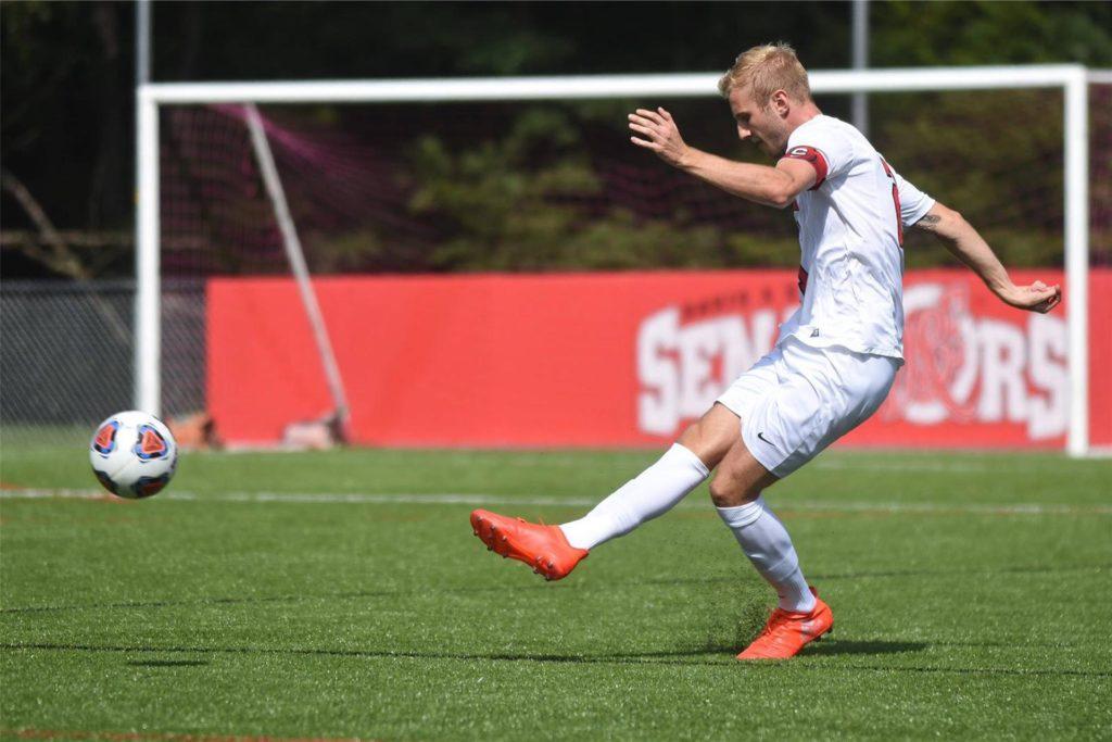 Erst ging Lukas Große-Puppendahl als Bachelor-Student und Fußballspieler in die USA, jetzt ist er als Master-Student und Co-Trainer zurückgekehrt.