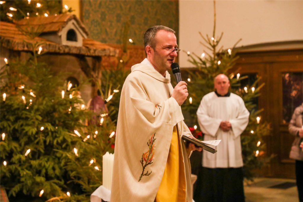 Pfarrer Guido Hörnchen und sein Pastoralteam haben am Heiligen Abend gut zu tun: Es wird in diesem Jahr doppelt so viele Gottesdienste geben wie sonst.