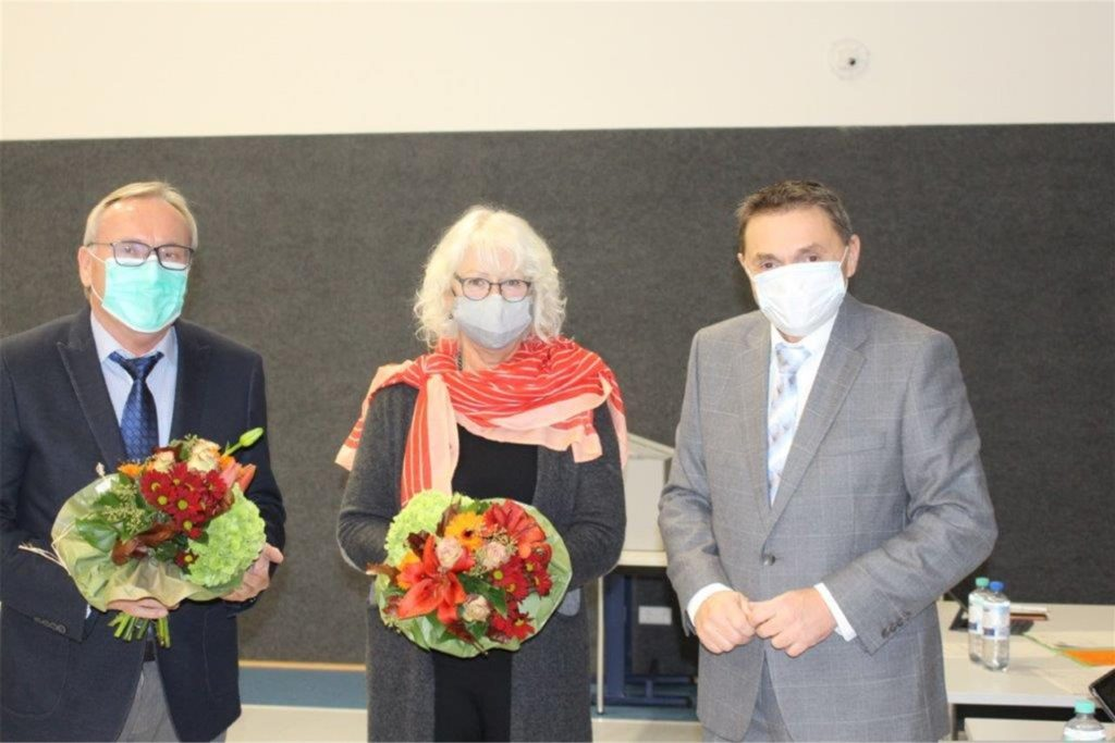 Theo Cortner (l., CDU) und Petra Schröer (SPD) sind die neu gewählten ehrenamtlichen Vertreter des Bürgermeisters Dietmar Bergmann (r.)