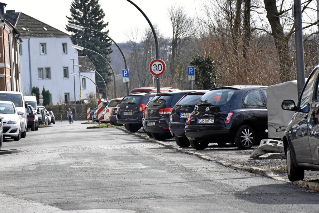 An der Thomasstraße werden jetzt die Gehwege neu hergestellt.