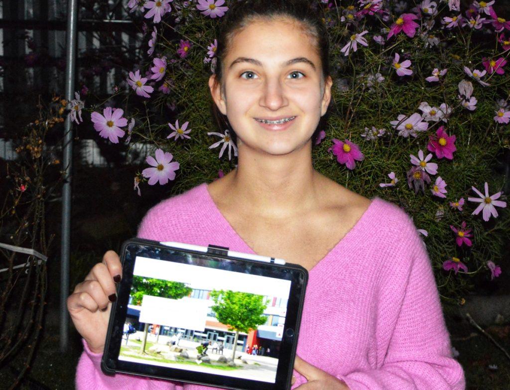 """Die zehnjährige Elizan Kurtbas nähert sich dem digitalen Schulleben an - kommunizert wird über """"Teams""""."""