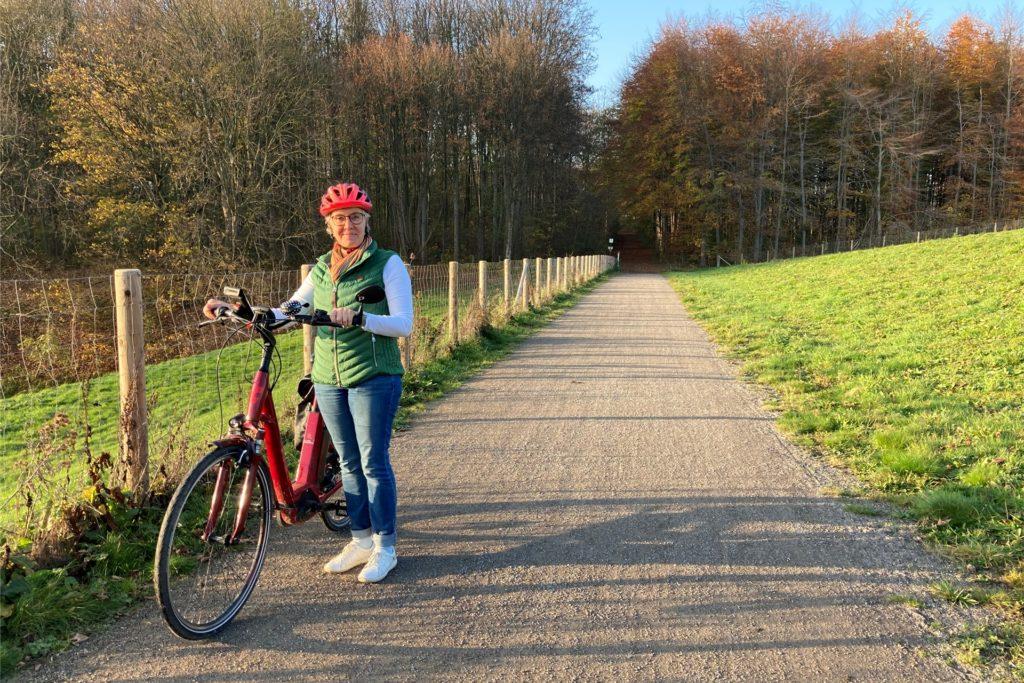 Ein Weg, wie er Birgit Coesfeld-Kortumm gefällt. Hier stört keine Brombeere. Der Radfahrerin ist aber auch klar, dass nicht alle Wege so schön ausgebaut und freigeschnitten sein können.