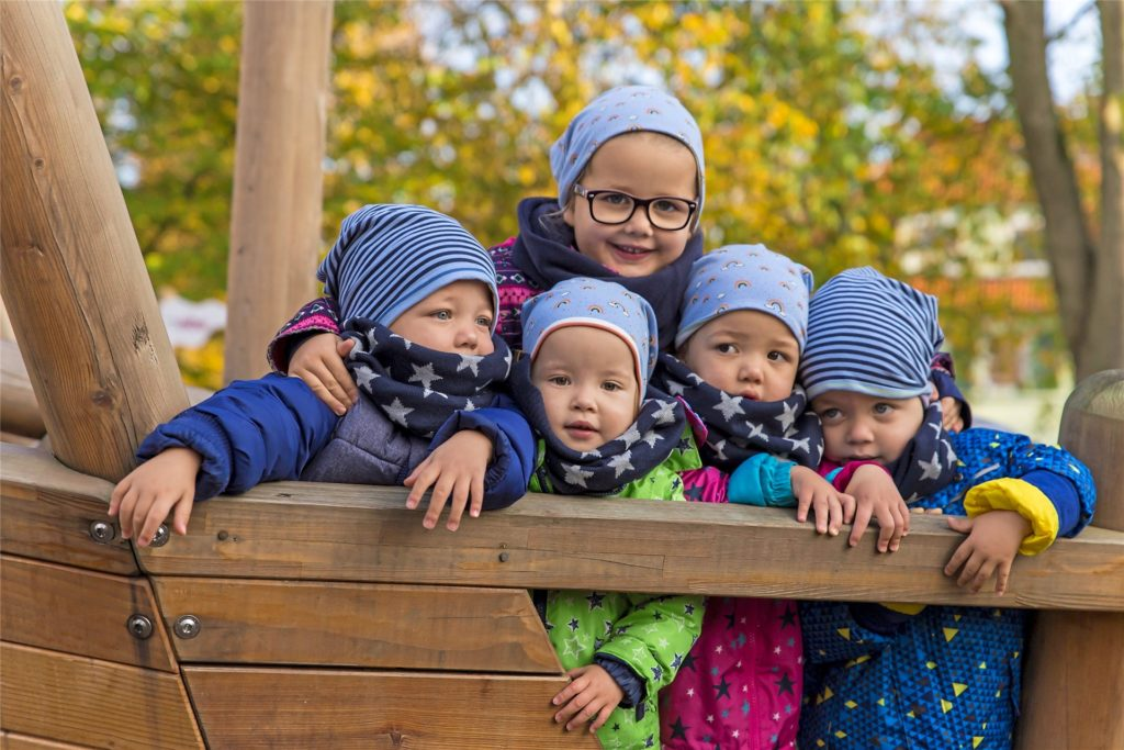 Die fünf Kinder der Solomons stehen allesamt mit beiden Beinen im Leben. Die vier Jüngsten hatten es dabei nicht immer leicht, denn sie kamen als Vierlinge und zu früh zur Welt.