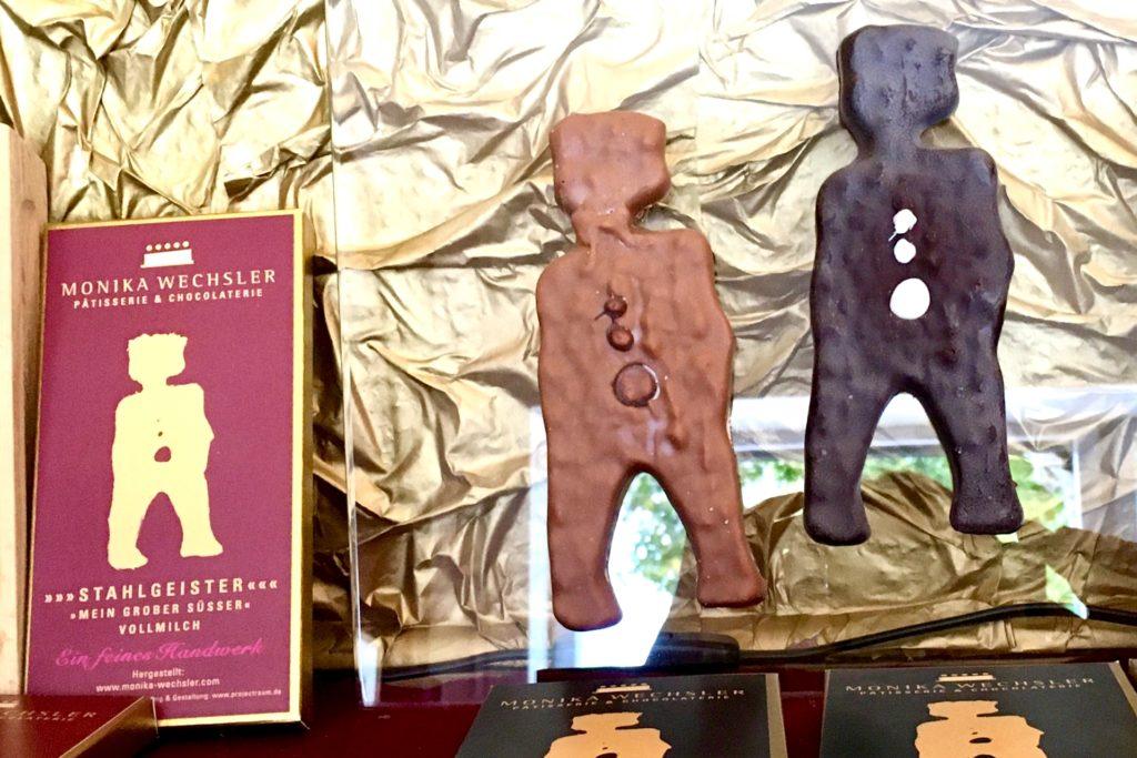 Stahlgeister aus Schokolade erinnern an die Vergangenheit des Phoenix-Sees.