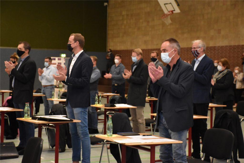 Die gewählten politischen Vertreter gratulierten Thomas Stohldreier zum neuen Bürgermeisteramt.