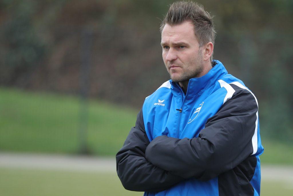 Trainer Amel Mesic von der TuS Niederaden schlägt vor, dass die Saison erst im März weitergehen sollte.