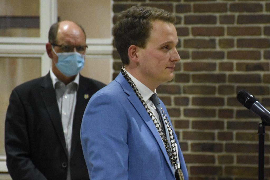 Tom Tenostendarp wurde als neuer Bürgermeister der Stadt Vreden vereidigt.