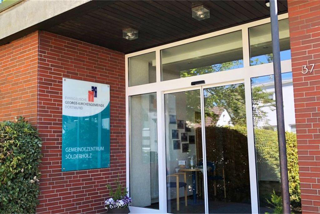 Das ehemalige Gemeindezentrum wurde im Dezember 2019 entwidmet, bis zum Sommer 2022 soll hier eine Wohngemeinschaft entstehen.