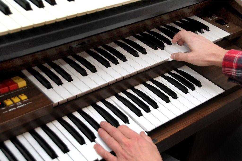 An seiner 30 Jahre alten Orgel komponierte Michael Blaschzyk seine Hymne.
