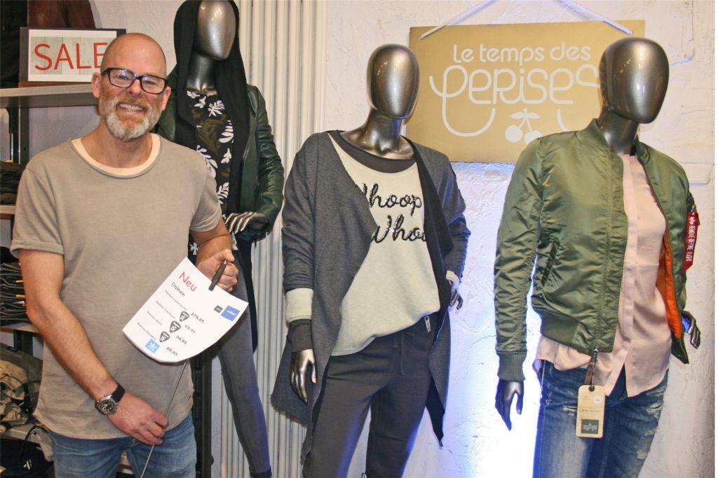 Jens Reiter macht mit seinem Modegeschäft mit beim Verkaufstag Black Friday.