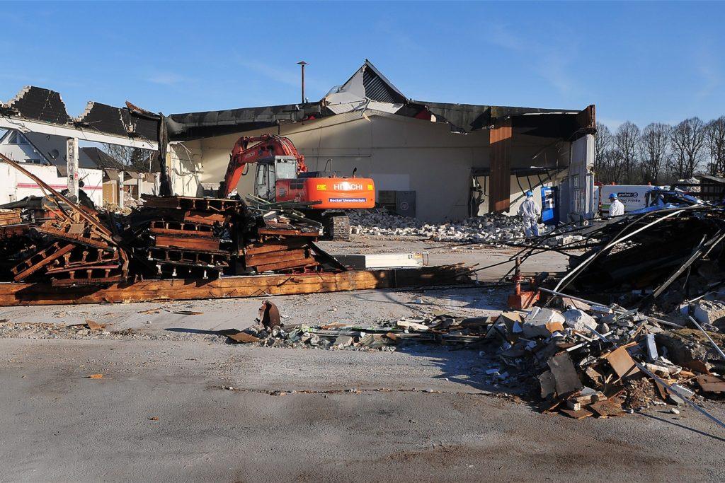 Teile der alten Hallen der ehemaligen Diskothek lagen nach wenigen Stunden schon am Boden.