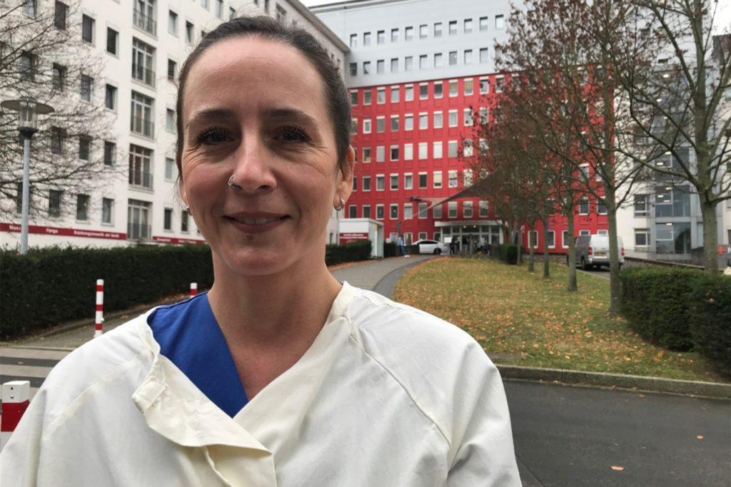 Ünzüle Kayar (44) arbeitet seit mehr als zwei Jahrzehnten auf der Intensivstation im Knappschaftskrankenhaus in Dortmund-Brackel.