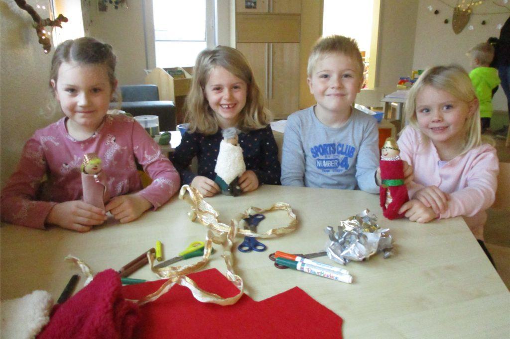 Kinder in Legden bastelten Engel für den Weihnachtsgarten.