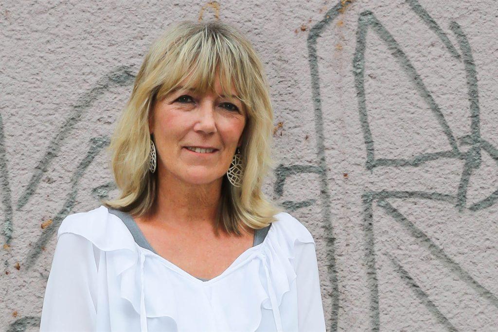Petra Feierabend hat an der Westerfilder Straße ein Geschäft für Zeitschriften, Tabakwaren und Geschenkartikel. Vor Jahren übernahm sie die Station von Post und Postbank und integrierte sie in ihren Laden.