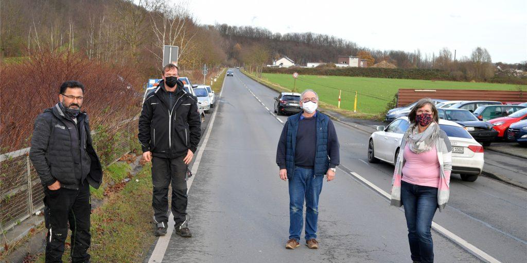 Die anliegenden Unternehmer Hassan Kavsak, Ralf Lott, Uwe Schwederski und Ute Hellhammer konnten es nicht glauben, als sie die Nachricht von der Straßensperrung vernahmen. Sie halten die Maßnahme für geschäftsschädigend.