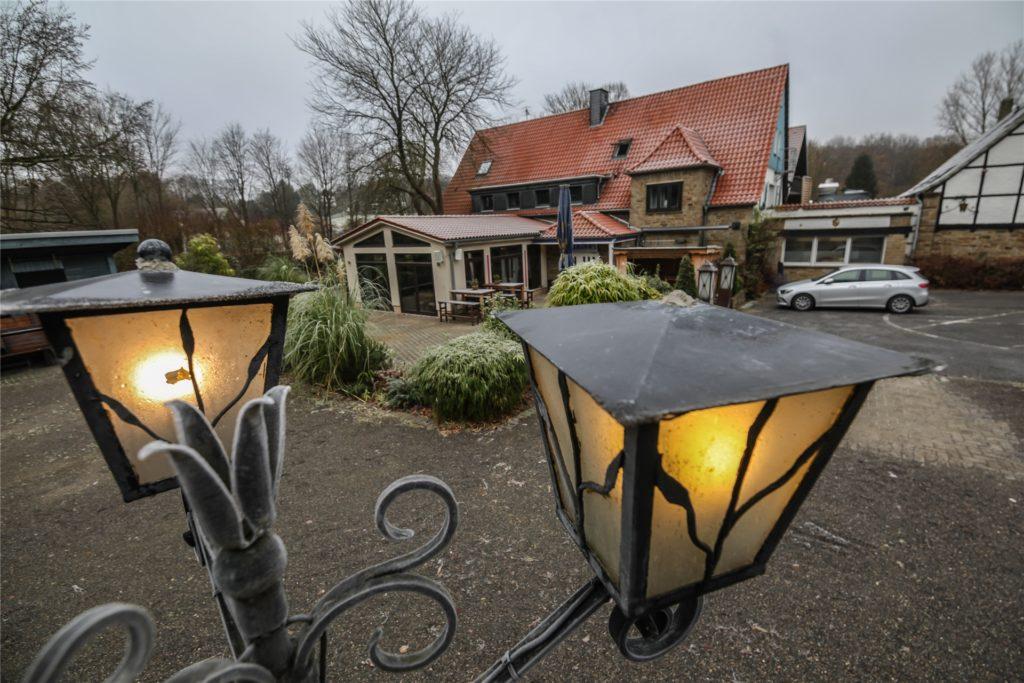 Gehen die Lichter für viele Restaurants und Kneipen in Dortmund irgendwann ganz aus? Unser Foto zeigt hier das Hotel und Restaurant Dieckmann's an der Wittbräucker Straße in Dortmund