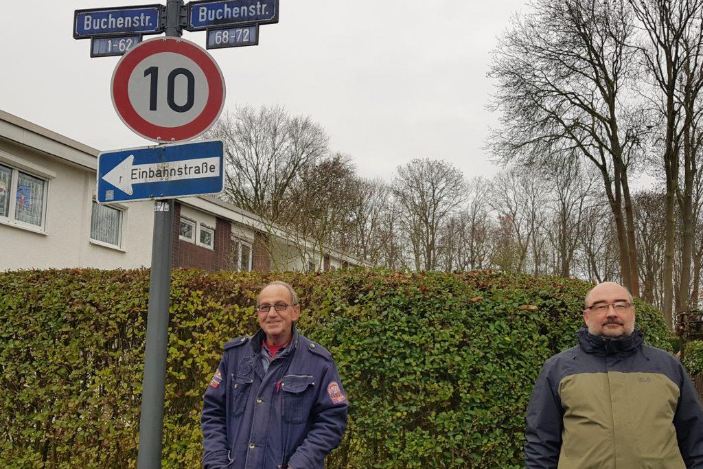 Bezirksbürgermeister Hartmut Monecke (SPD) (l.) und Stellvertreter Dirk Risthaus (CDU) (r.) schauten sich im vergangenen Dezember die Lage vor Ort an.