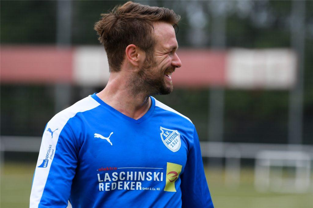 Björn Kadlubowski beeindruckt Tim Gehrmann mit seiner Schnelligkeit, seinem Körper und Stellungsspiel.