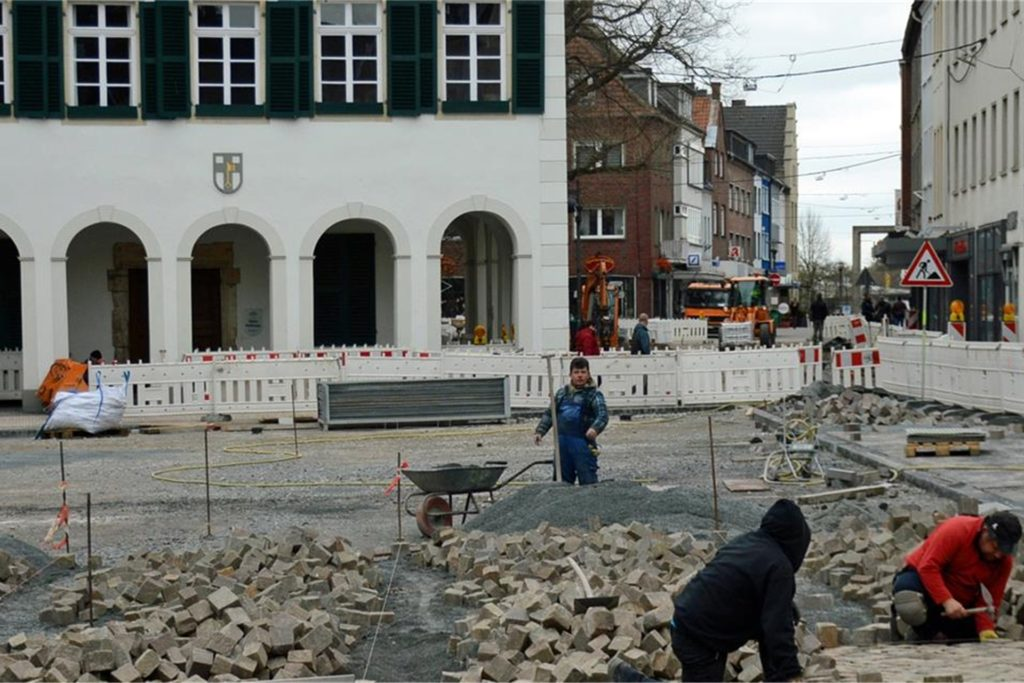 Die Bauarbeiter waren schneller fertig als gedacht.