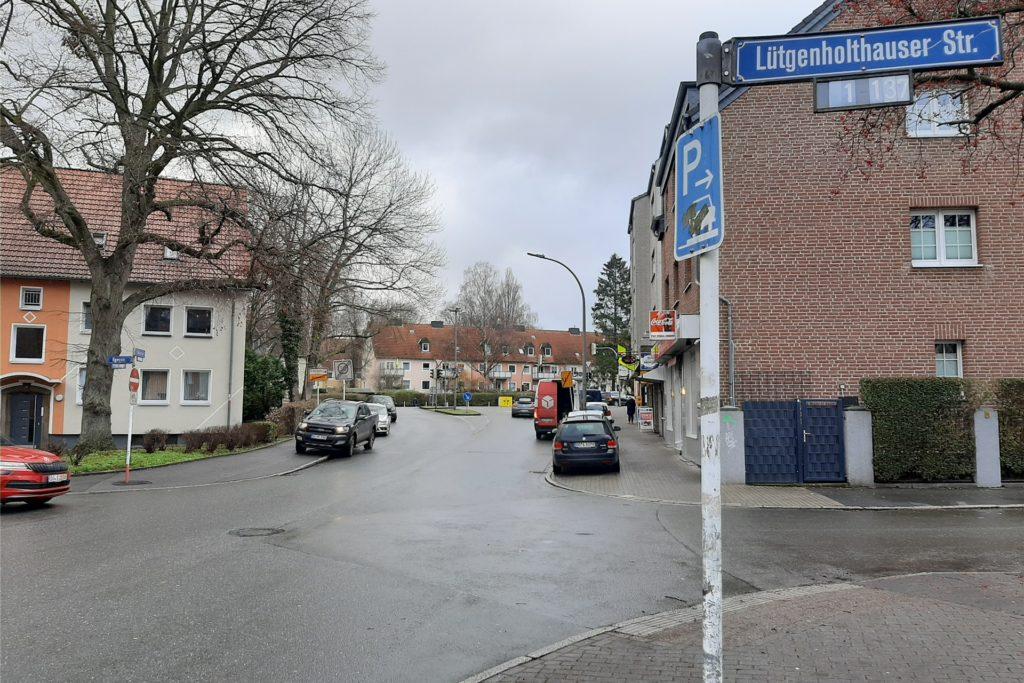 Die Anlieger der Lütgenholthauser Straße haben die Straße wieder für sich. Hier schieben sich keine Autos mehr durch, deren Fahrer versuchten, die Staus zu umgehen.