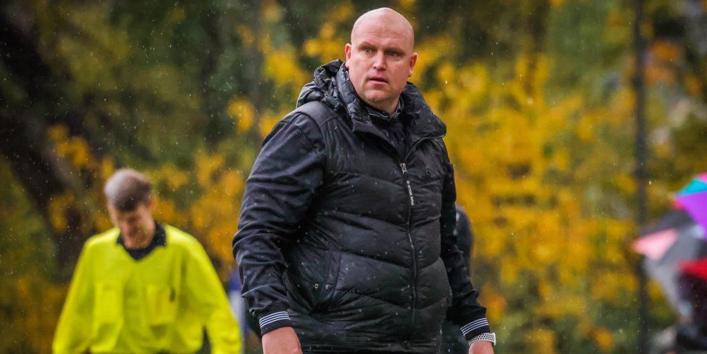 Westfalia Hernes Trainer Christian Knappmann freut sich über