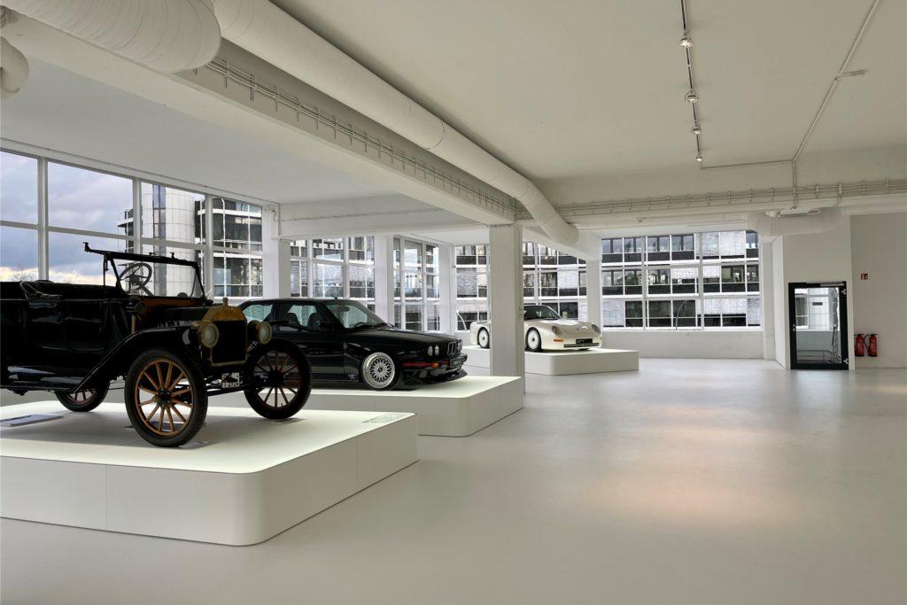 Auch Oldtimer sind auf den Etagen des künftigen Automuseums ausgestellt.