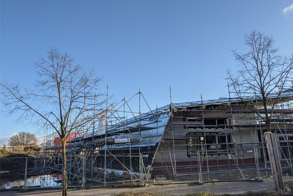 Der Baufortschritt am neuen Anbau vom Treffpunkt Altstadt ist deutlich zu erkennen.