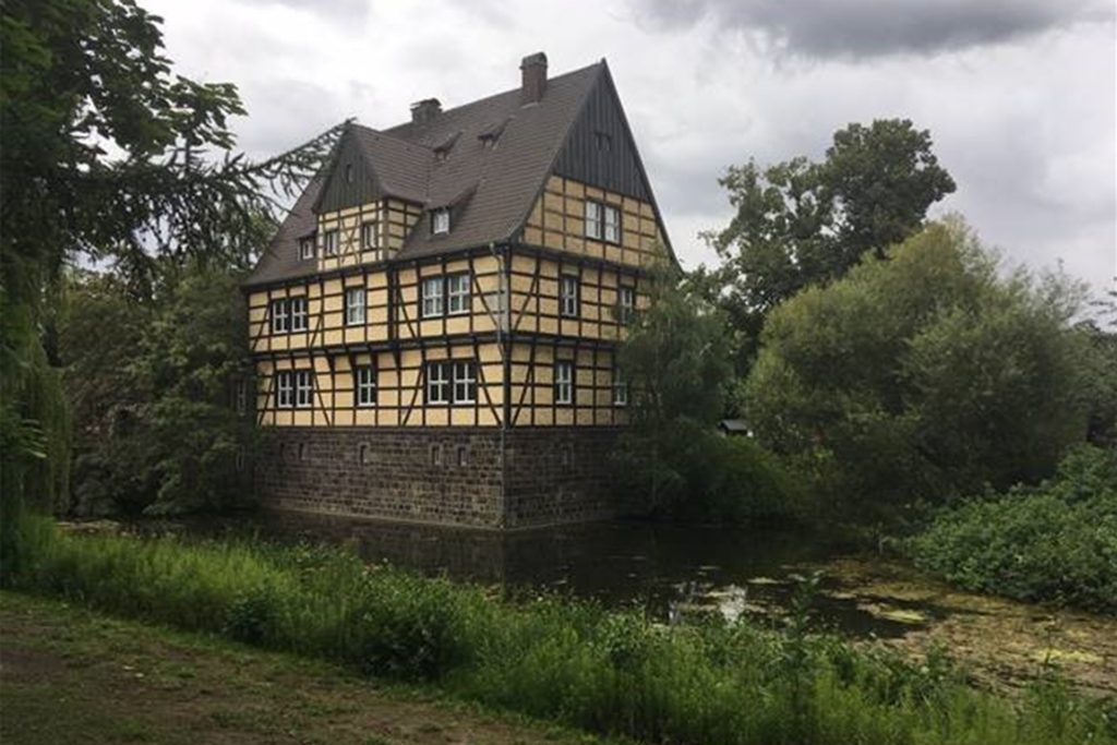 Schloss Wittringen mit seinem Schlosspark – idealer Zeitpunkt für die Mittagsrast.