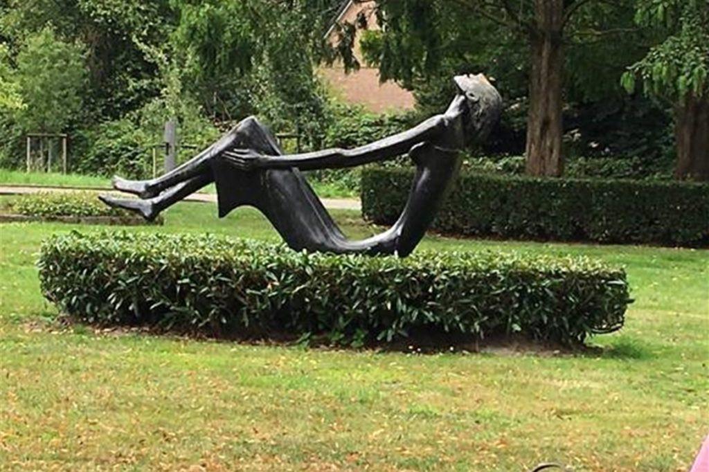 Erste Rast oder Startpunkt – Kunst in Feldhausen.
