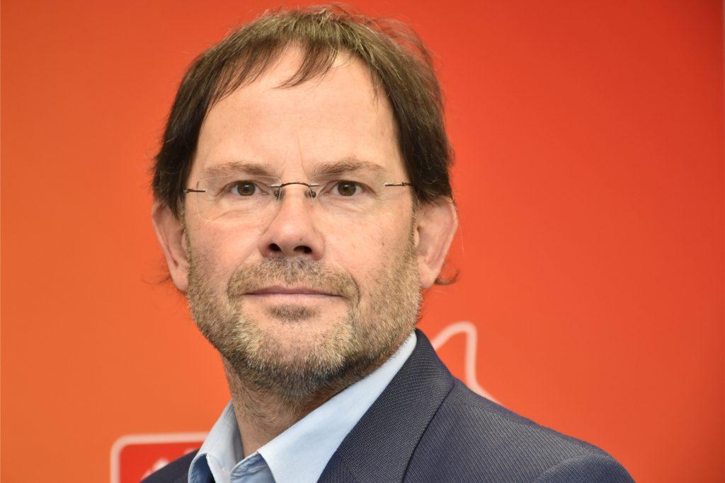 Hans-Peter Merzbach, Vorsitzender des Vorstandes des Caritasverbandes Ahaus-Vreden, blickt kritisch auf die Anfänge der Corona-Pandemie zurück.