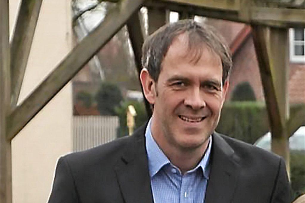 Oliver Puthen, Leiter der Gescher-Dyk-Schule, freut sich über die Ausstattung der Grundschulen mit Luftreinigungsgeräten.