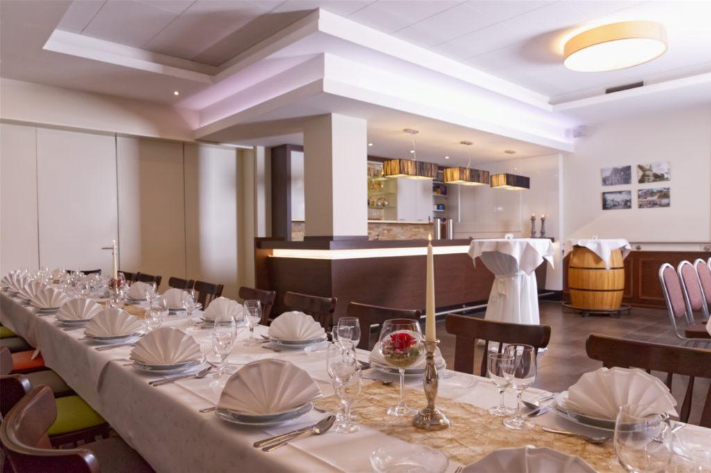Manuela Rottmann hat den Saal der Gaststätte Reers heller und frischer gestaltet.