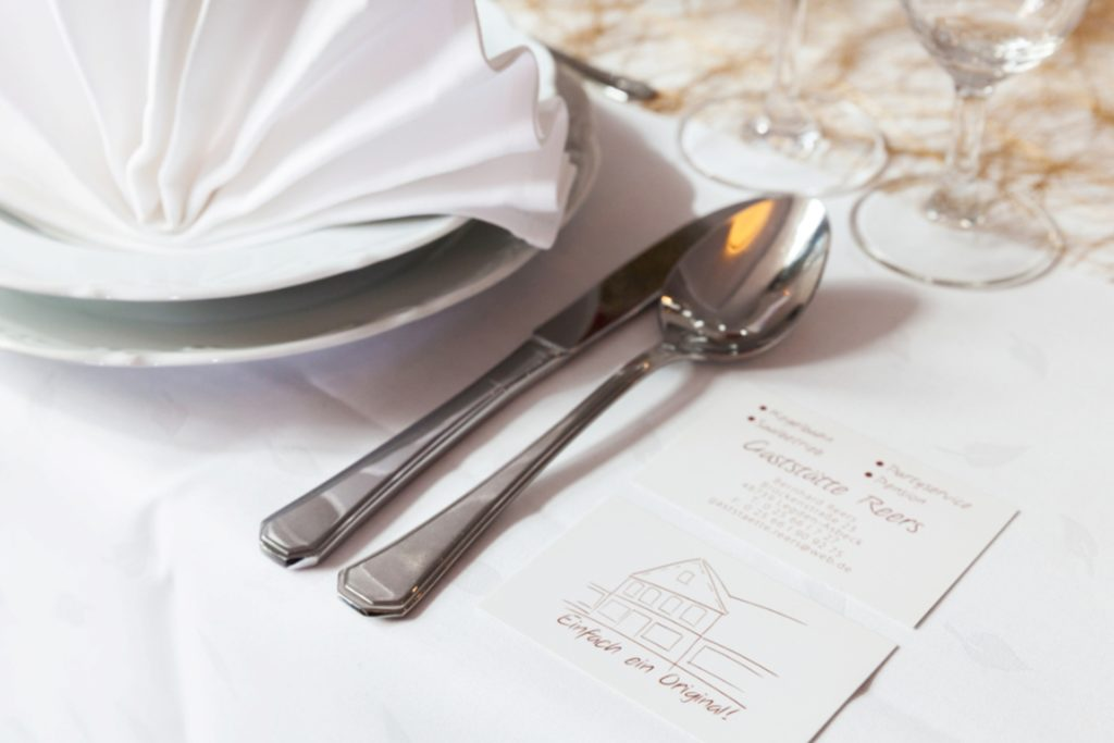 Daniela Daldrups Design für die Visitenkarten ist auf das neu gestaltete Innere der Gaststätte abgestimmt.
