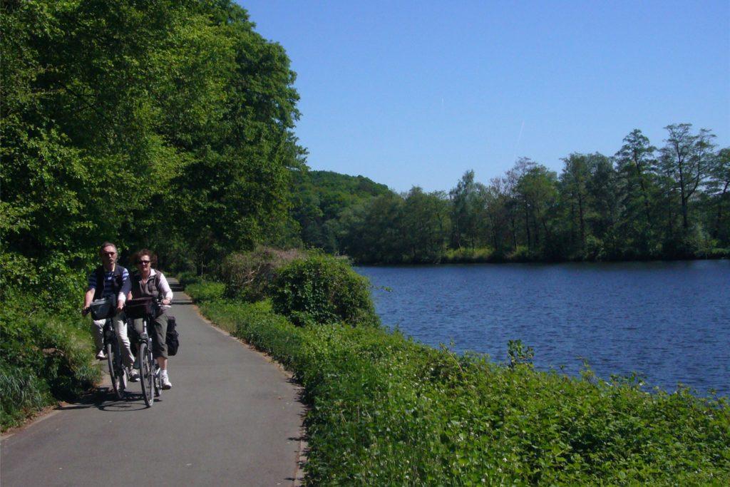 Der Uferweg am Hengsteysee ist Teil des beliebten Ruhrtal-Radwegs.