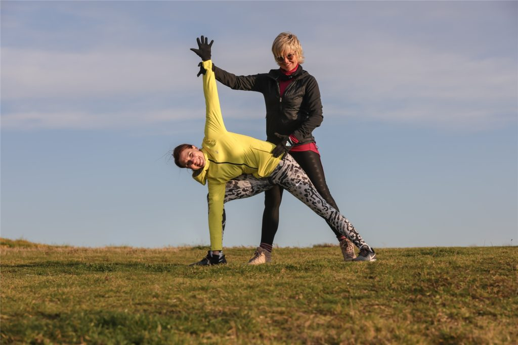 """""""Man muss auf seinen Körper hören, die meisten überfordern sich"""", sagt Trainerin Petra Rimek (r.)."""