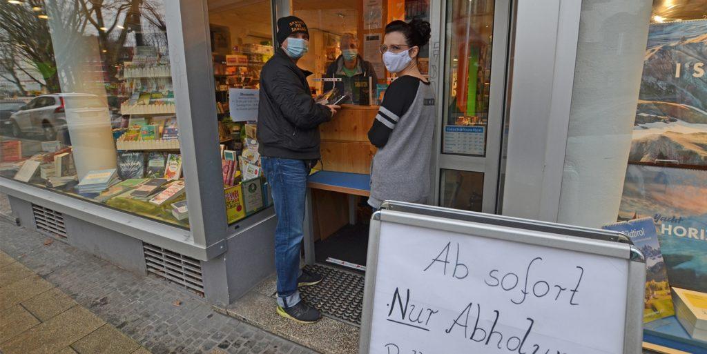 Die Leselust boomt wegen des Winters und wegen Corona. Derzeit gibt es in der Buchhandlung am Amtshaus in Dortmund-Mengede immerhin einen Bestell- und Abholservice.