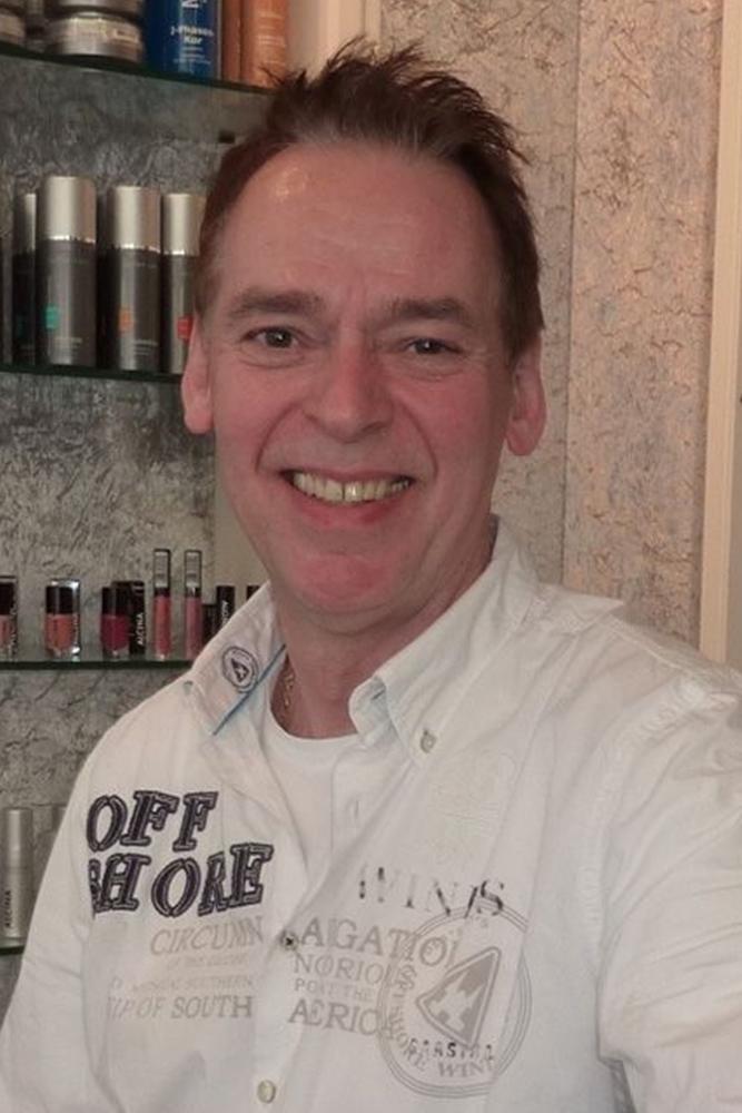 Frank Kulig, Inhaber eines Friseur-Betriebs und Innungs-Obermeister, freut sich über die Zuneigung seiner Kunden trotz zweimaliger Schließung.