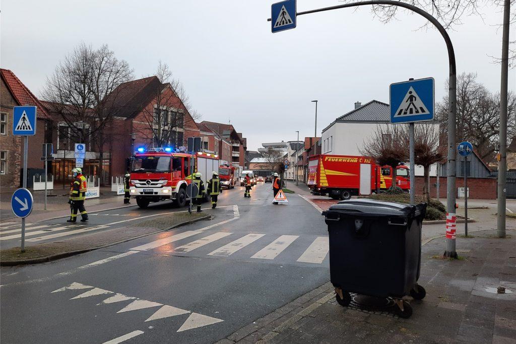 Am Mittwochmorgen (30. Dezember) unterstützten die Einsatzkräfte den Rettungdienst.